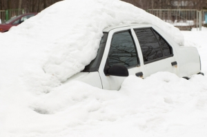 dreamstime_xs_30044916 - Car covered in snow